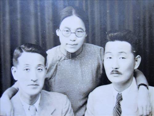 왼쪽부터 시동생 시인 이상화, 권기옥, 남편 독립운동가 이상정