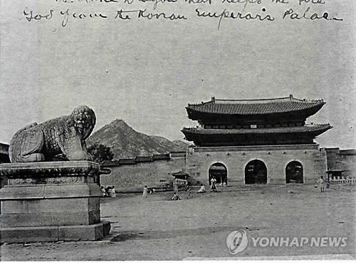 1890年代の景福宮光化門とヘテ像