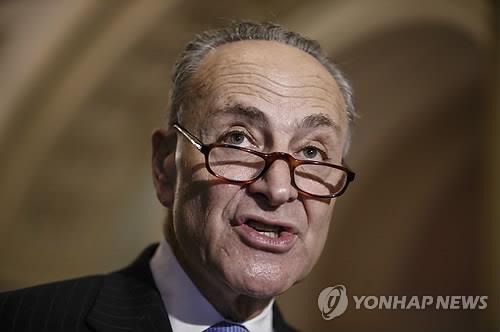 오바마 '슈머 반기'에 당혹…미국 민주당 '들썩'