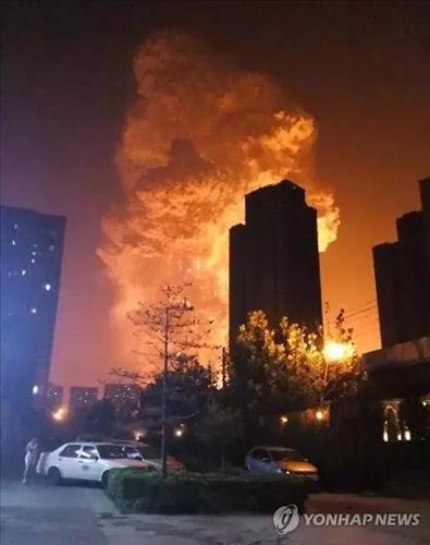 소방관도 예상못한 톈진항 폭발…화재진압 개시 2~5분 뒤 '펑펑'