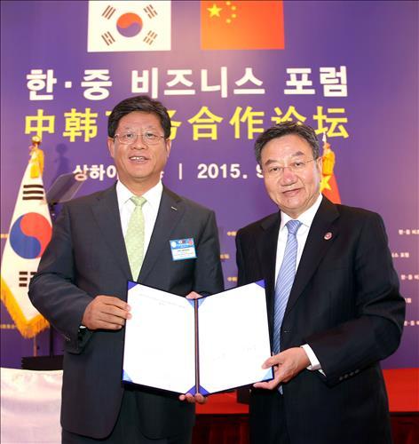 김재홍 코트라 사장(왼쪽)