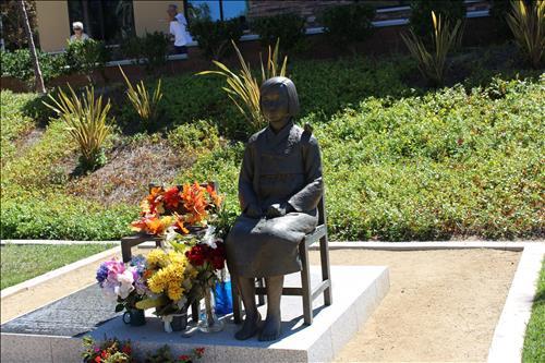 美 글렌데일 시에 건립된 `평화의 소녀상'