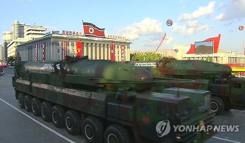 북한이 지난 10월 열병식 때 공개한 탄두 개량 KN-08 (연합뉴스 자료사진)