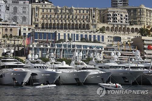 모나코항에 즐비한 호화 요트들 (AP=연합뉴스 자료사진)