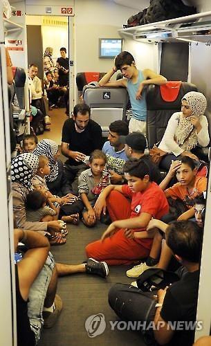 헝가리에 몰린 난민들(EPA=연합뉴스)
