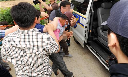 현장검증서 80대 할머니 살해 태연 재연…유족·주민 분통