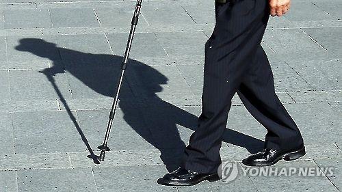 고독한 노인[연합뉴스 자료사진]