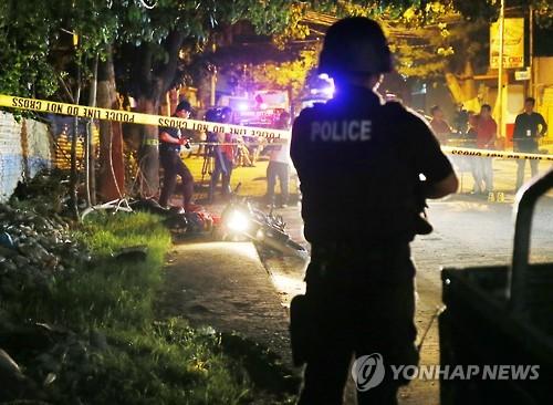 필리핀 경찰의 마약단속 현장[AP=연합뉴스]