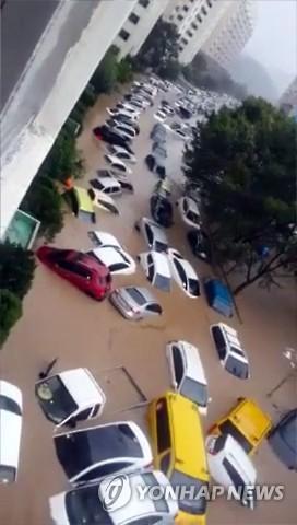 <태풍 차바> 물에 잠긴 차량들