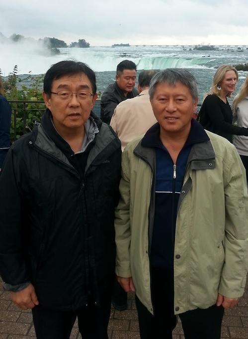 캐나다 방문한 리용선 총재(오른쪽)와 송광호 강원도민일보 특파원