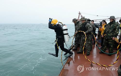 세월호 수색 작업하는 잠수사