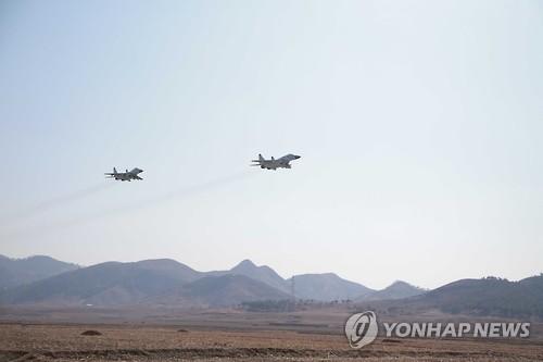 북한 전투기 비행훈련 장면[연합뉴스DB]