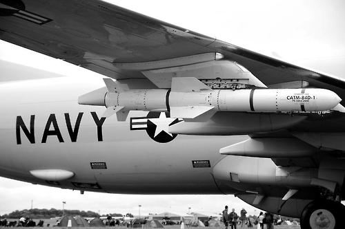 미 해군 전투기에 장착된 AGM-84H/K SLAM-ER 공대지 미사일[미 국방부 제공]