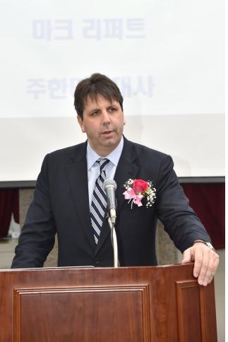 부산미래경제포럼 참석한 리퍼트 미 대사 [부산시 제공=연합뉴스]
