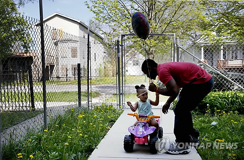 잡초가 우거진 시카고 남부 빈민주택가[AP=연합뉴스]