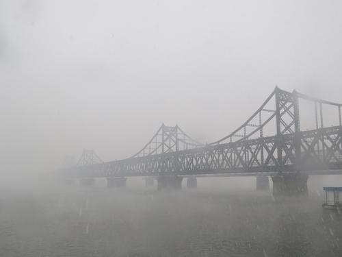 中 랴오닝성 단둥 안개에 싸인 북한
