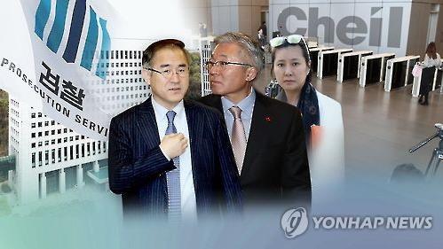 김종덕 전 문체부 장관(사진 가운데)과 김상률 전 교문수석(사진 왼쪽)