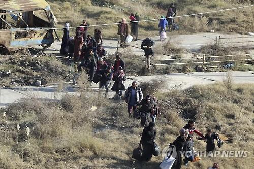알레포 난민의 피란 행렬