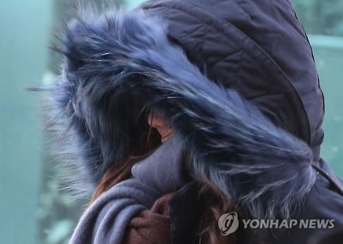 매서운 출근길[연합뉴스 자료사진]