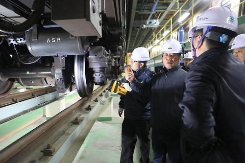 현장 점검 중인 대전도시철도공사 직원들.