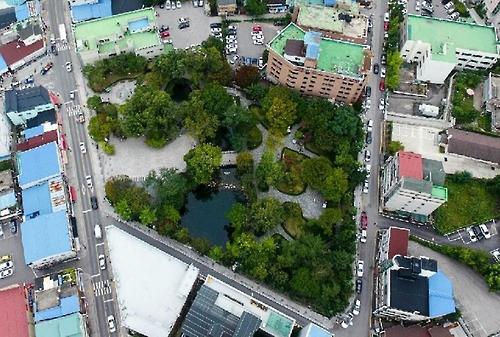 황지연못과 호텔 건물[연합뉴스 자료사진]