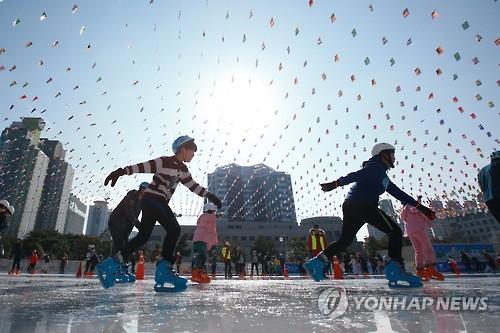 광주시청 야외 스케이트장[연합뉴스 자료 사진]