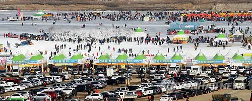 인제 빙어축제 행사장[연합뉴스 자료 사진]