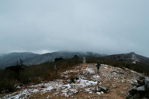구름으로 뒤덮인 태백산 정상