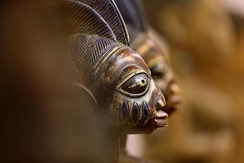 아프리카인의 삶을 담아낸 조각품