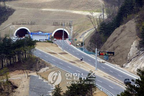 미시령동서관통도로 미시령 터널[연합뉴스 자료사진]