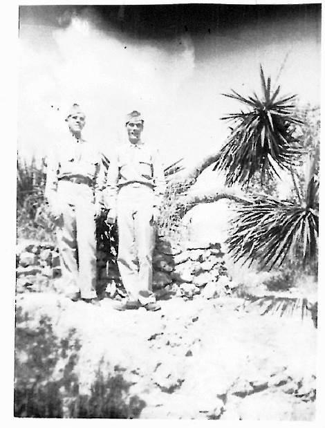 69년 만에 명예 되찾은 미 공군 에드워드 스파이러스(왼쪽)의 복역 당시 사진