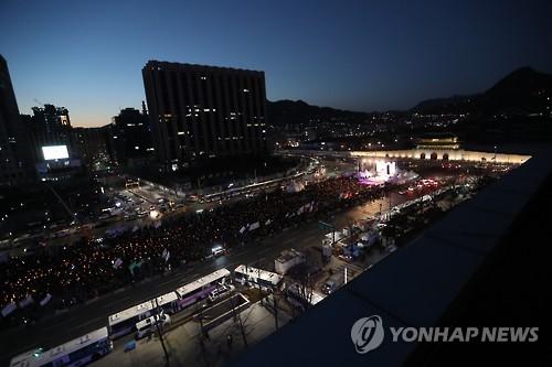 30년 전 박종철과 촛불의 만남…강추위 속 12차 촛불집회