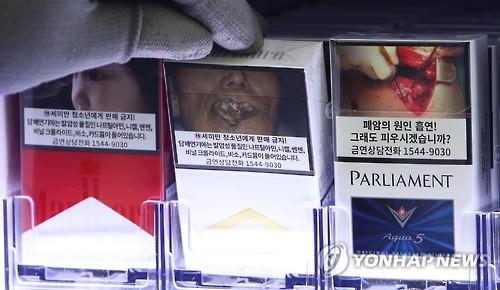 경고그림 부착된 담뱃갑 [연합뉴스 자료사진]