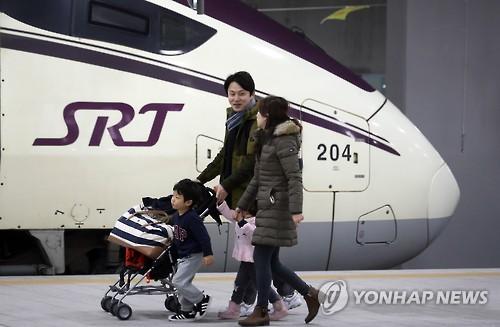 수서역에서 SRT 타는 고객들 [연합뉴스 자료사진]