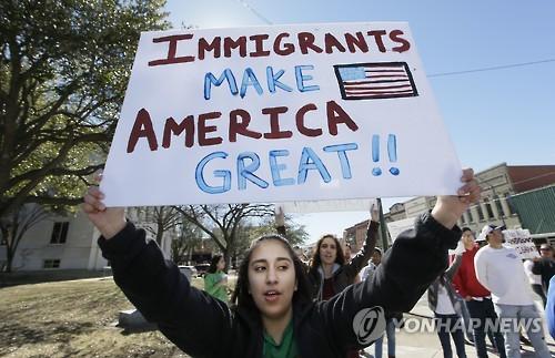 """""""이민자들이 미국을 위대하게 만든다"""