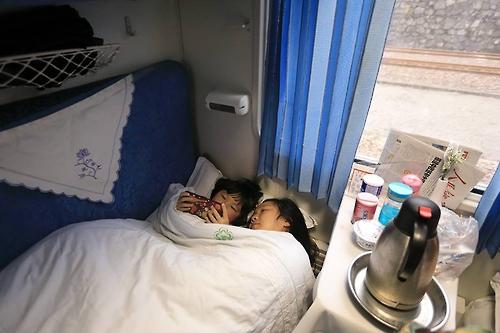 4개의 침대가 있는 루안워 객실은 소박하지만 편안함을 준다(성연재 기자)