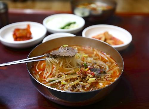 '포마이카' 밥상 위 '짬뽕'국밥.