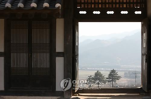 최 참판댁에서 본 하동의 봄 [연합뉴스 자료사진]