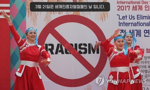 [이희용의 글로벌시대] '동양여성 = 보모' 인식에 불쾌했다고?
