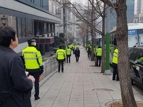 서울중앙지검 주변에 배치된 경찰 병력