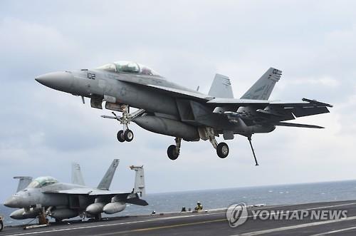 한미합동군사훈련서 항모로부터 이륙하는 F/A-18E 함재기[AFP=연합뉴스 자료 사진]