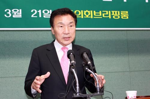 전북도의회에서 기자회견하는 손학규 전 민주당 대표