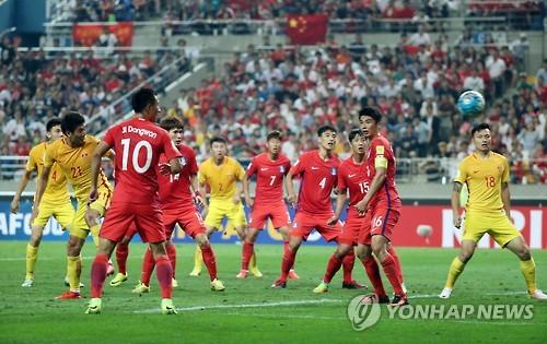 한국과 중국의 1차전 경기 장면