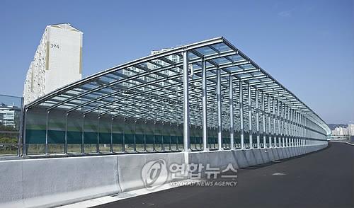 공사중인 방음터널[연합뉴스 자료사진]
