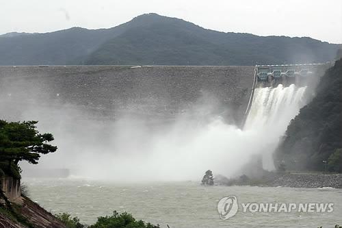 소양강댐 수문개방 당시 모습[연합뉴스 자료사진]