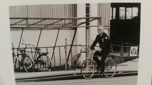 김우중 전 회장이 대우중공업 거제 옥포조선소에서 자전거를 타는 모습이 찍힌 사