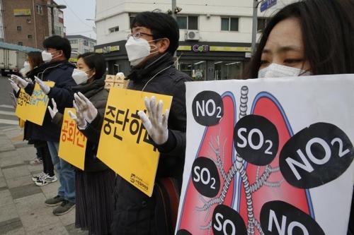 공회전 금지 촉구 퍼포먼스[연합뉴스 자료사진]