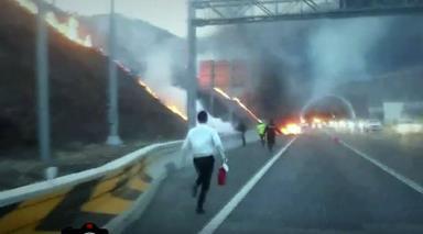 화재현장으로 뛰어가는 대원들. [경기남부청 제공]