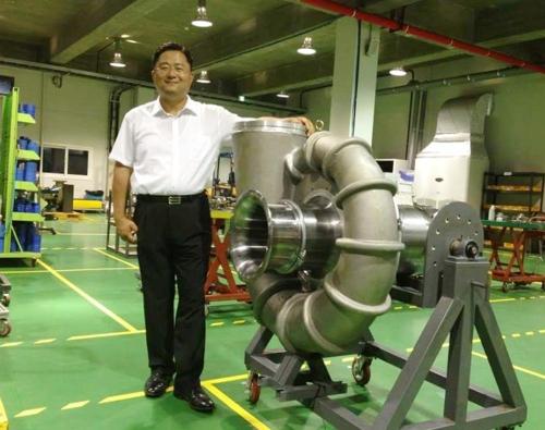 미국 강제송환 직전인 2014년 한국터보기계 이헌석 대표와 고성능송풍기 코어 부품.