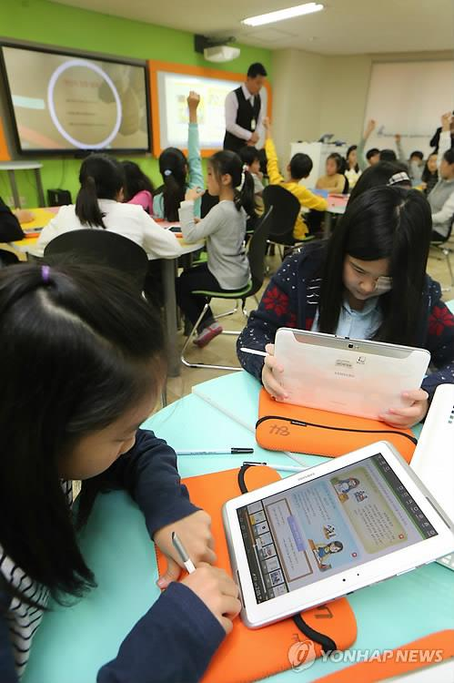 초중고 컴퓨터 1대당 학생수 평균 3명…10년새 절반으로 줄어